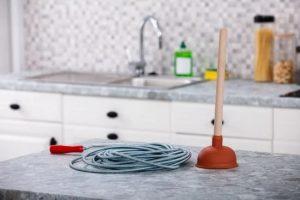 Mengatasi saluran air kamar mandi mampet
